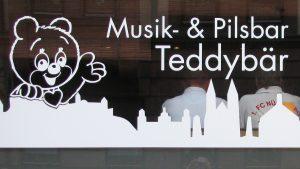 Aussenwerbung Pilsbar Teddybär Nürnberg