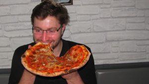 Pizza beim Spiel gegen den DC Falken